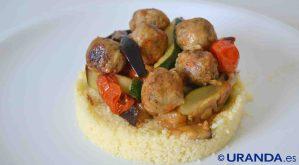 Receta de albóndigas caseras de garbanzo y quinoa con cuscús - recetas vegetarianas y veganas