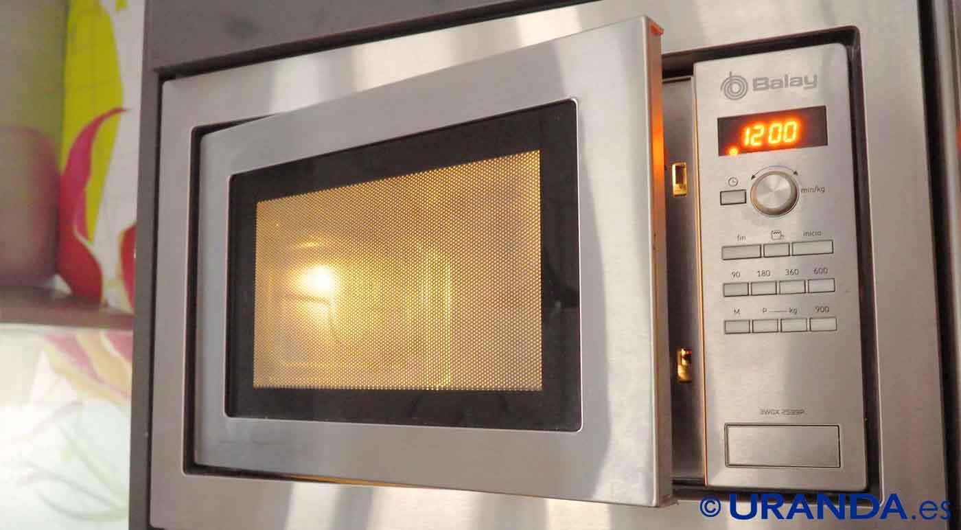 cosas que nunca debes calentar en el microondas