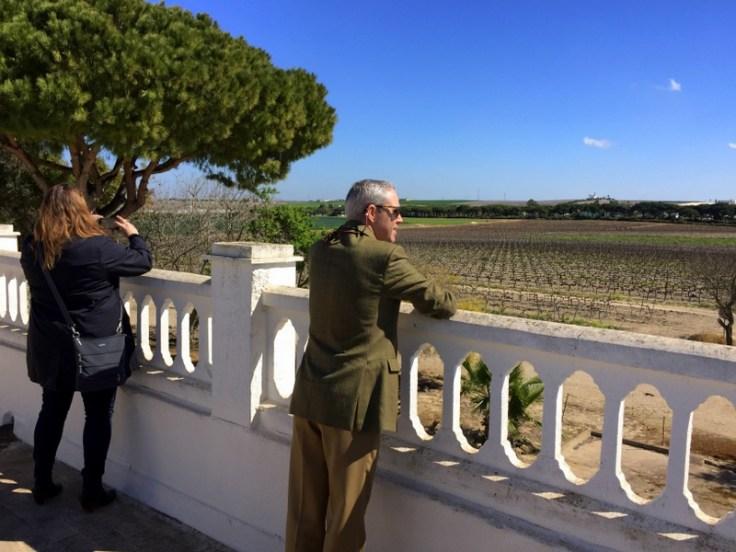 Mrs. Wonk and Federico Sánchez-Pece Salmeron at Las Cruces vineyard