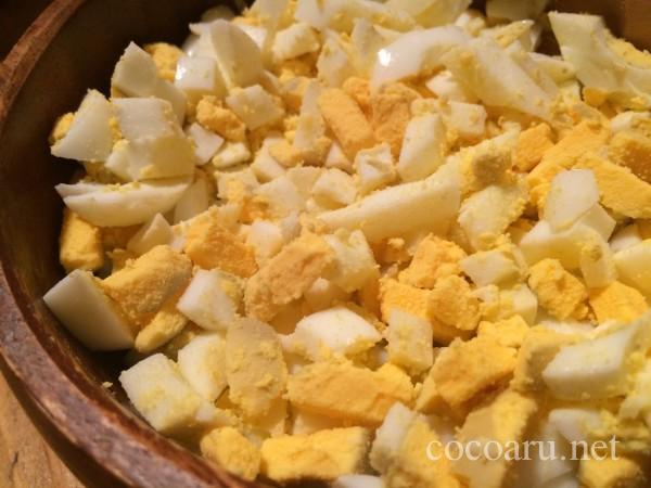 酢玉ねぎレシピ!タルタルソース作り:カットされたゆで卵