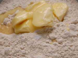 Tortiljas ar vistas gaļu, sieru un dārzeņiem