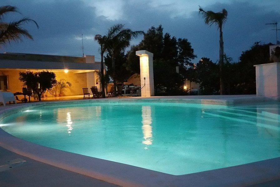 Light up pool