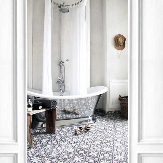 STAND OUT FREESTANDING BATHTUBS