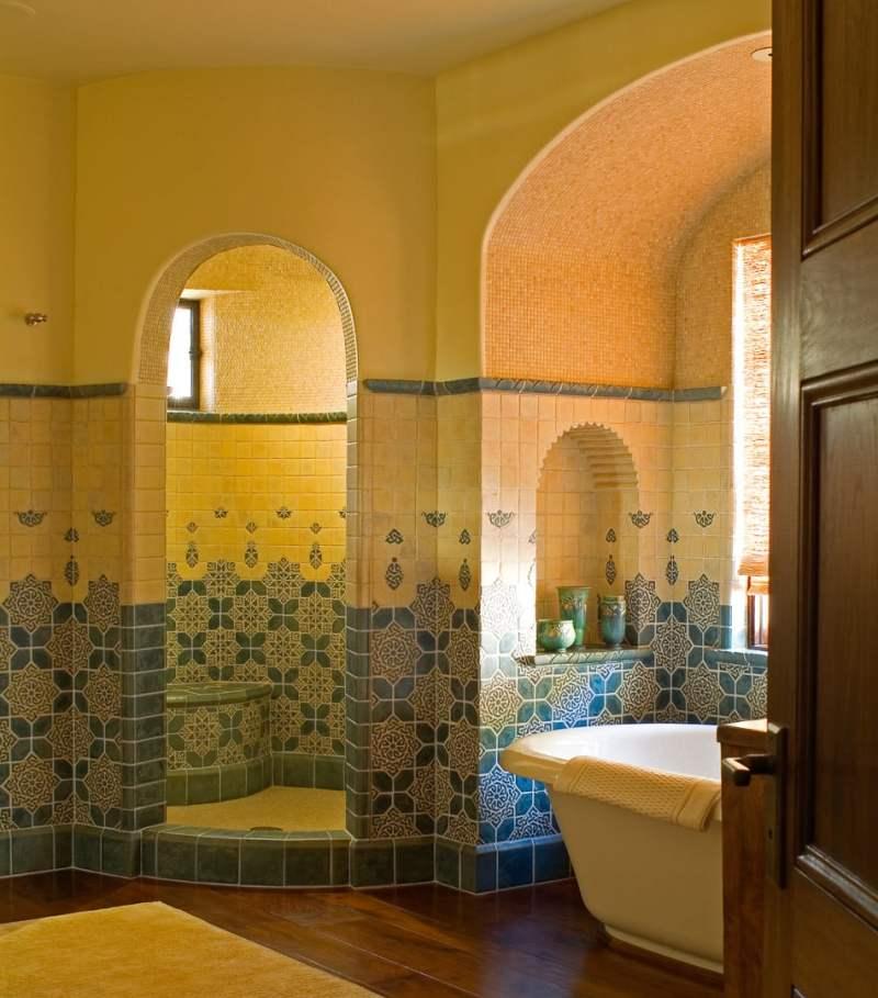 Arches in a master bathroom