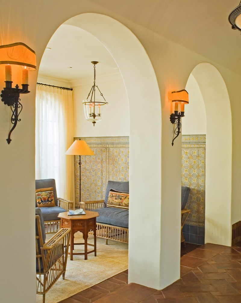 sunroom with arches leading in and out
