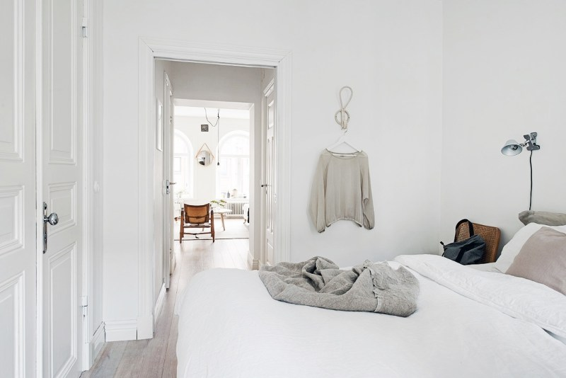 white grey bedroom swedish apartment cococozy 2