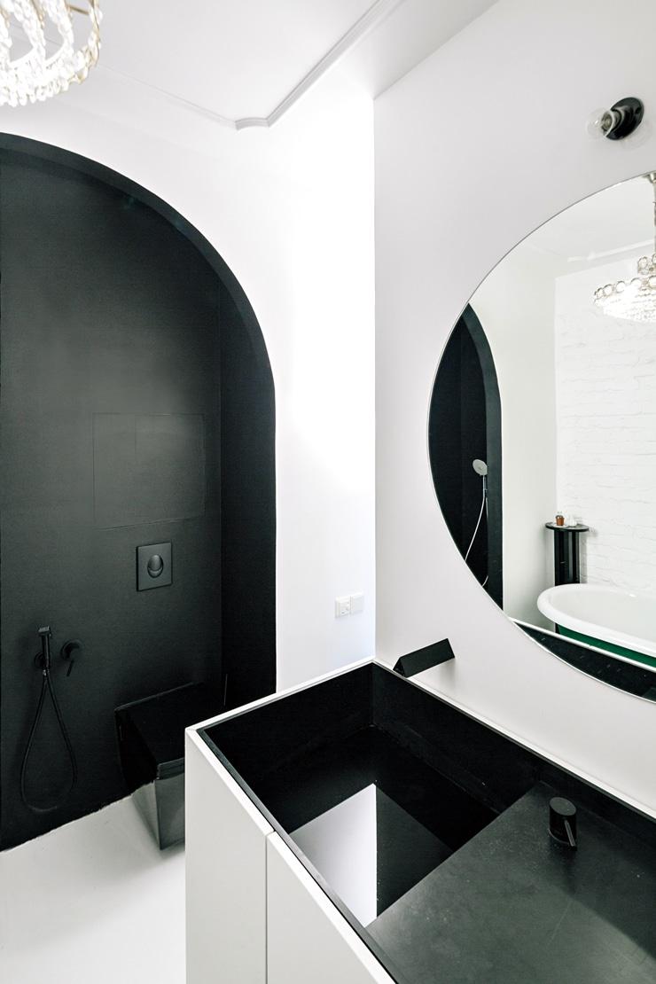 Color block bathroom black arch shower wall