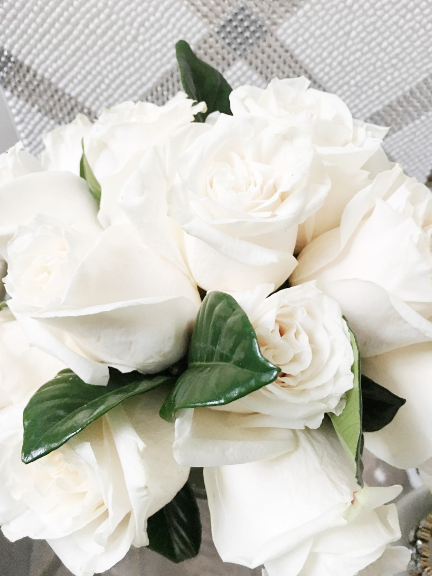 White-roses-crystal-art-nightstand