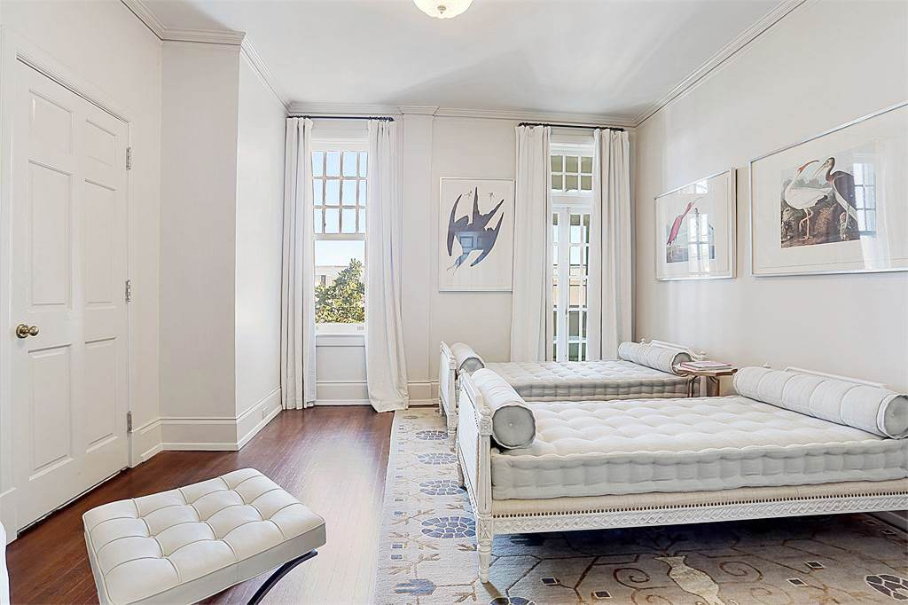 new-orleans-penthouse-guest-bedroom-twin-room-beds-cococozy