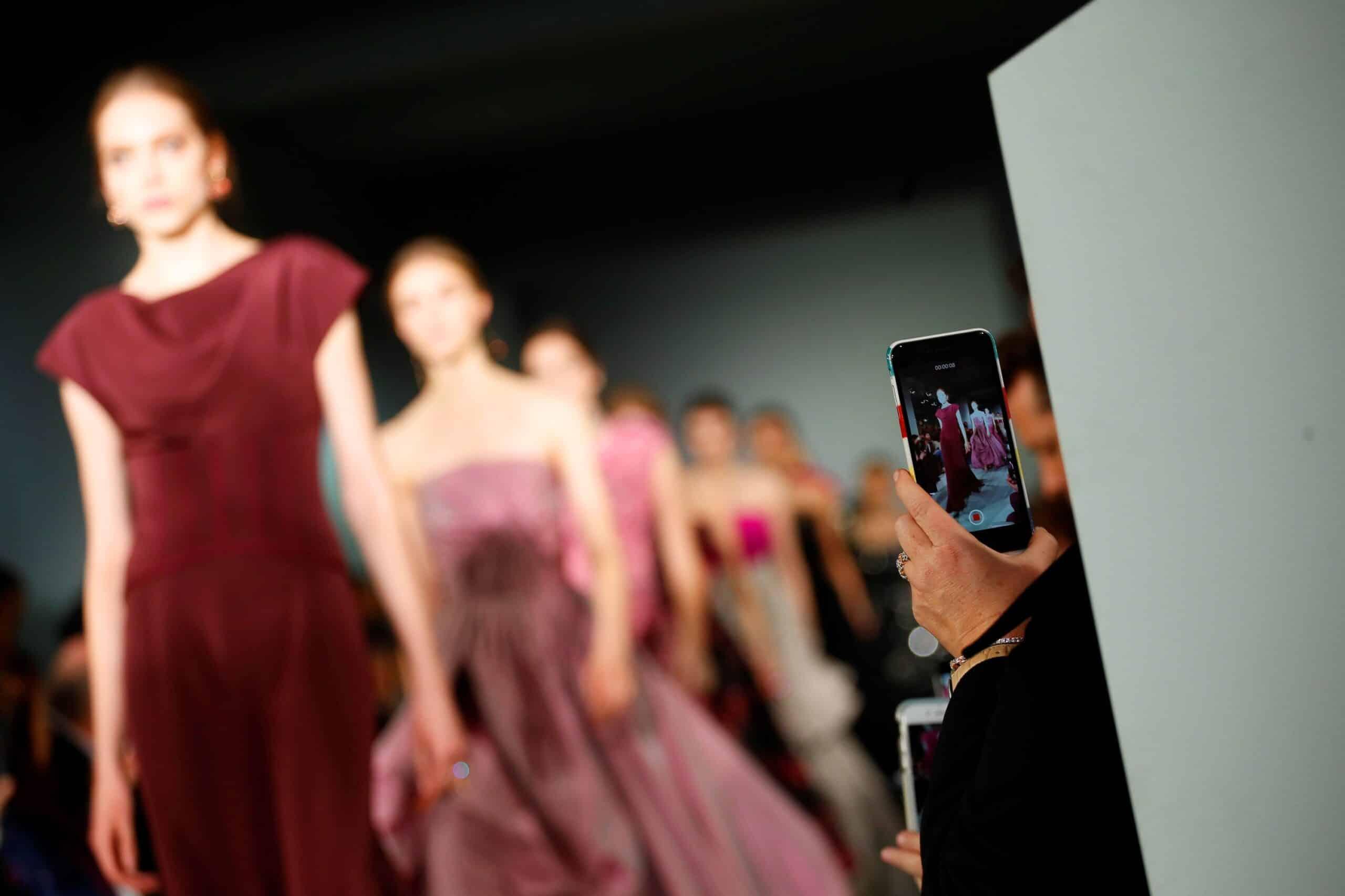 oscar-de-la-renta-formal-gowns-runway-pink-fuchsia-berry-floral-dress-cococozy-vogue