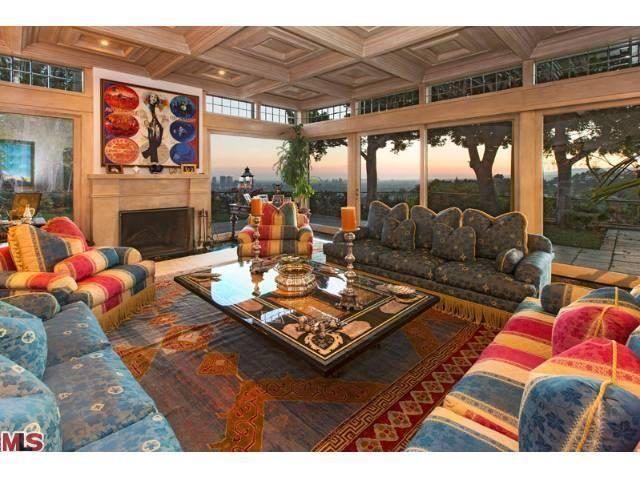 1174 Hillcrest Living Room before