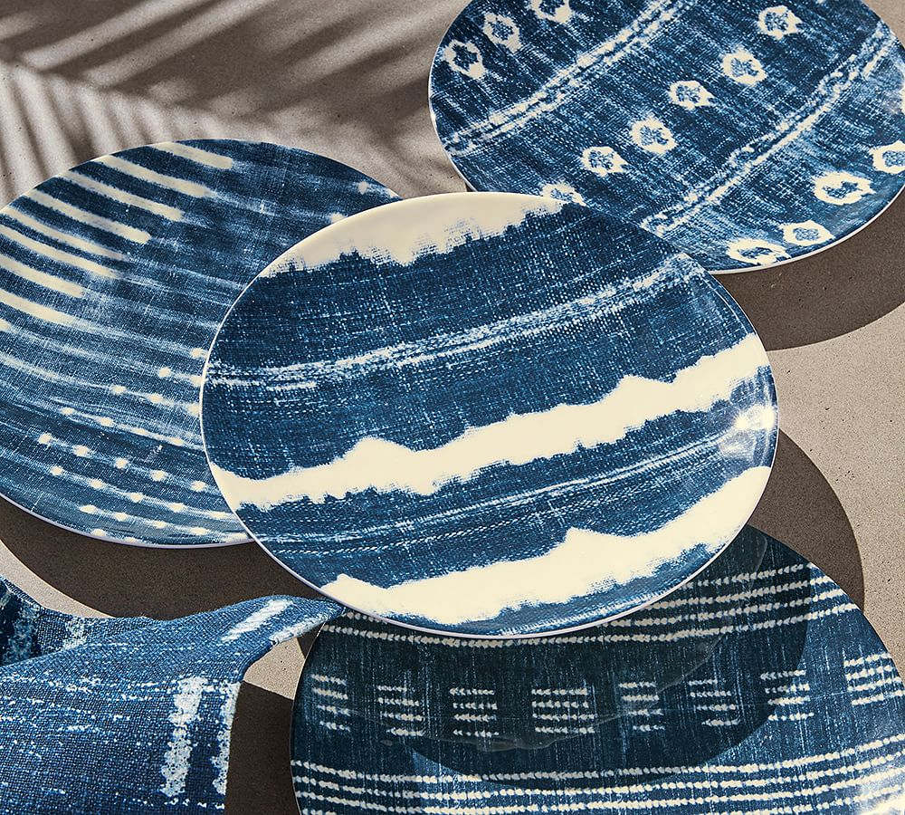 I found these denim inspired plates from Pottery Barn and fell in love...they go so well with my patio look now.