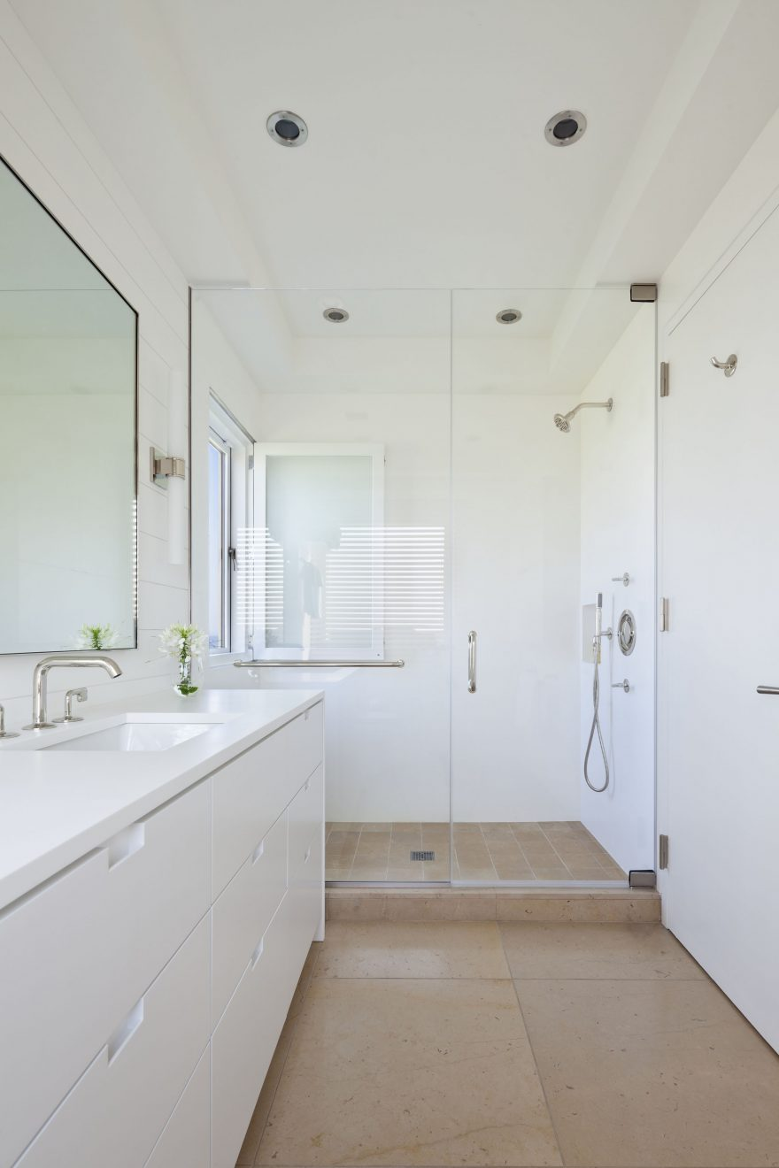 hamptons house tour master bathroom