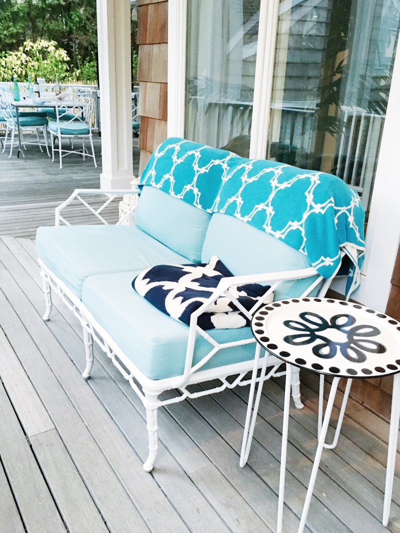 East Hampton Weekend Travels White Iron Loveseat Blue Throws