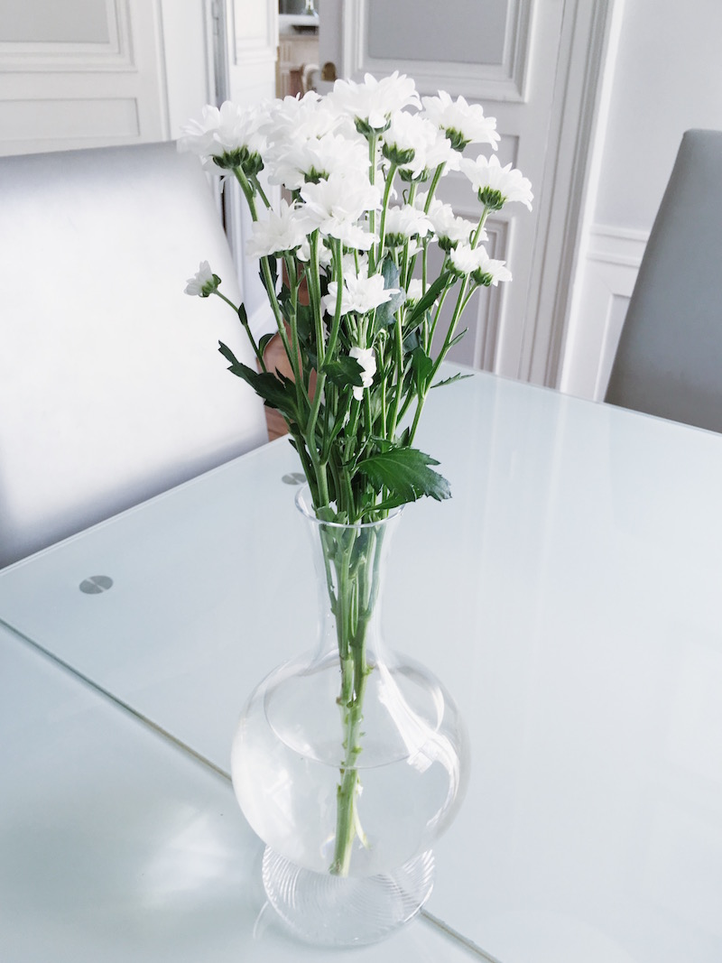 paris dining room table white flowers