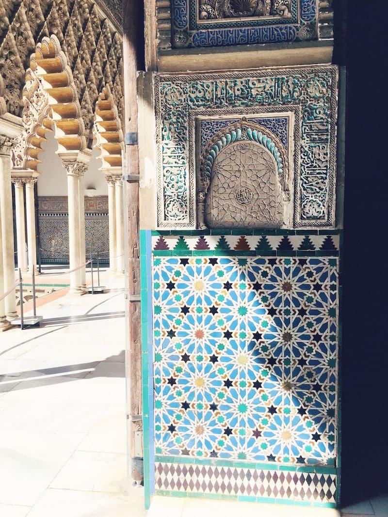 alcazar de sevilla spanish tiles