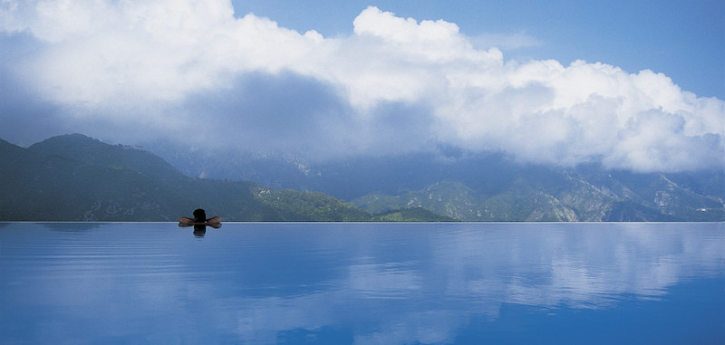 amalfi coast infinity pool beach italy