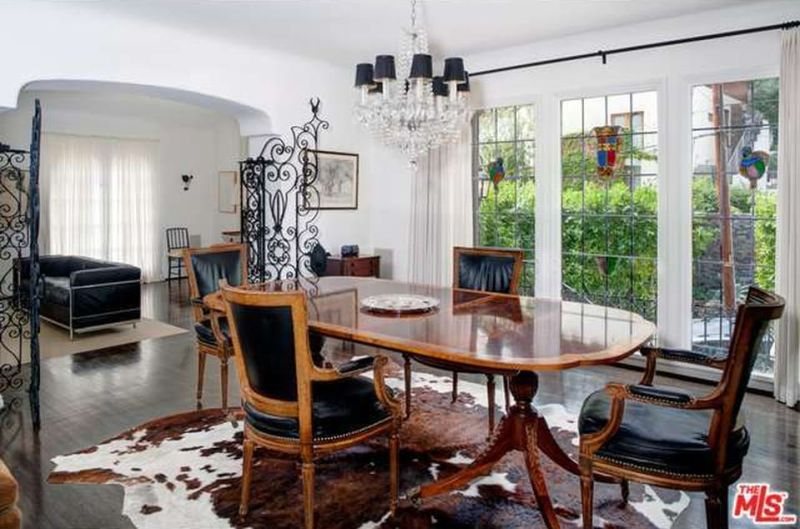 debra-messing-hollywood-hills-home-dining-room-cococozy