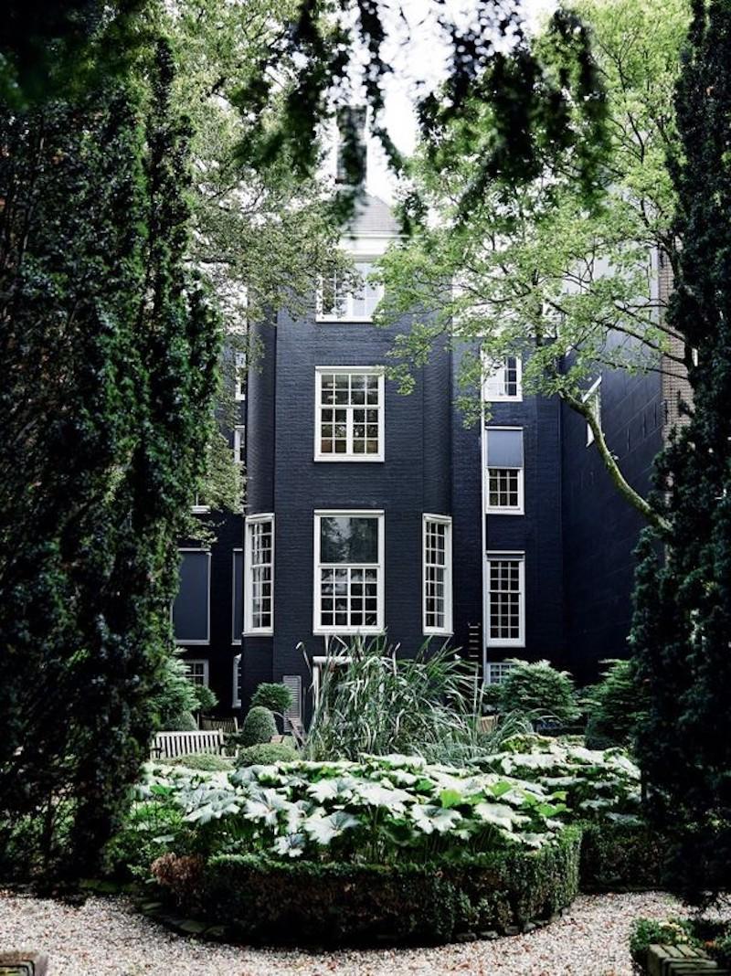haute-couture-house-viktor-rolf-vogue-australia-side-house