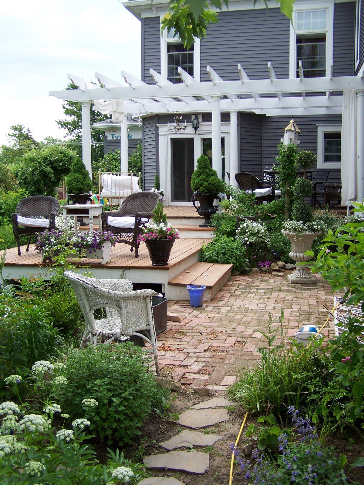Great Outdoor Spaces - Patio + Porch Ideas | COCOCOZY on Outdoor Deck Patio Ideas id=61827