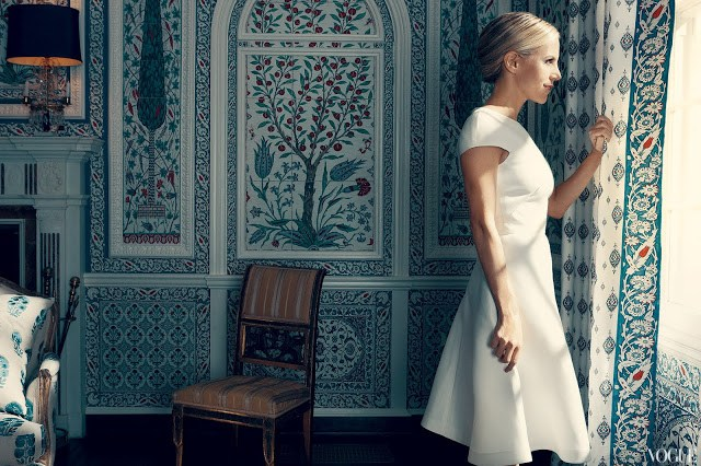 tory burch in her dining room with paneled walls designed to look like Iznik tiles by Iksel