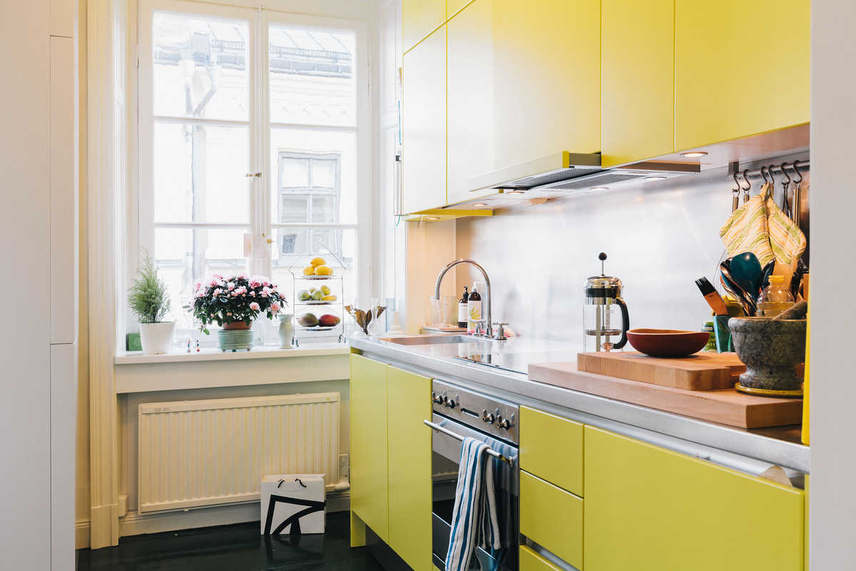 Kitchen week colorful kitchens cococozy for Grey yellow kitchen ideas