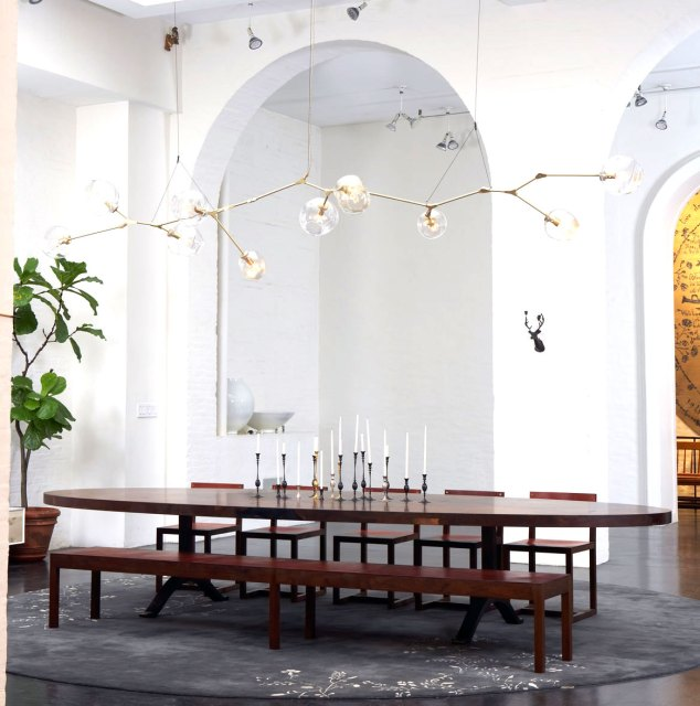 Lindsey Adelman chandelier in a dining room