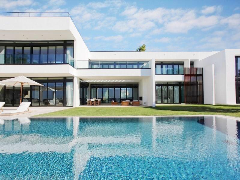 See this house a modern home run baseball star a rod 39 s for Modern million dollar homes