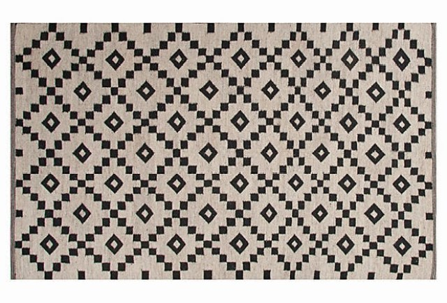 black white diamond rug delight cheap to chic cococozy. Black Bedroom Furniture Sets. Home Design Ideas