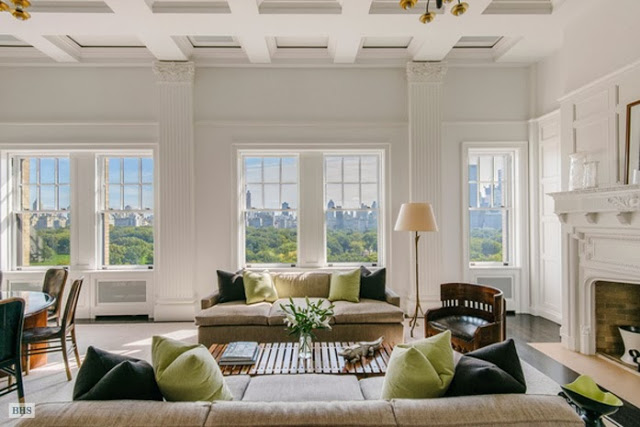 Living room in a New York penthouse with coffered ceiling, wood floor and a view of Central Park