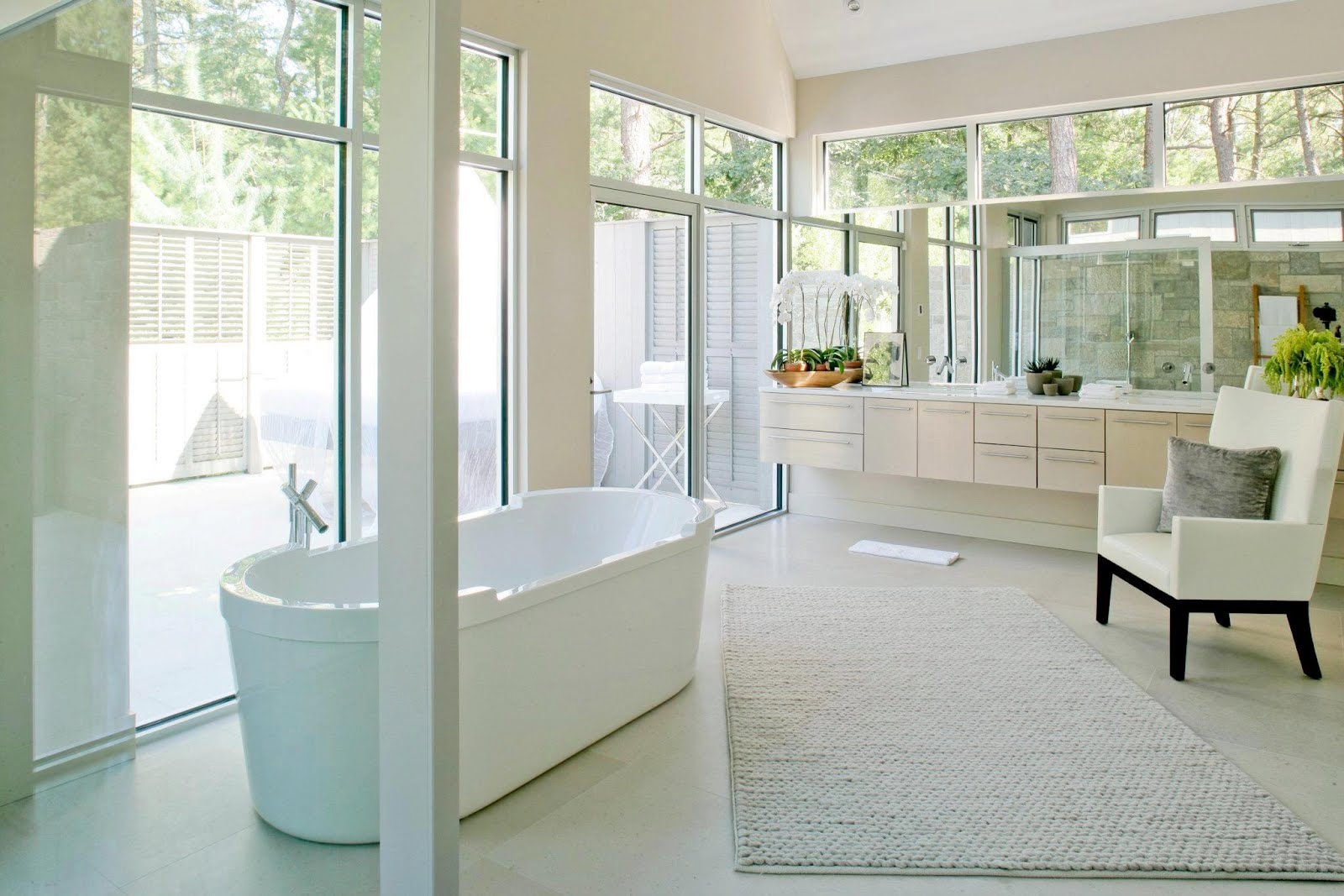 See this house white on white in a modern hamptons for Modern small master bathroom
