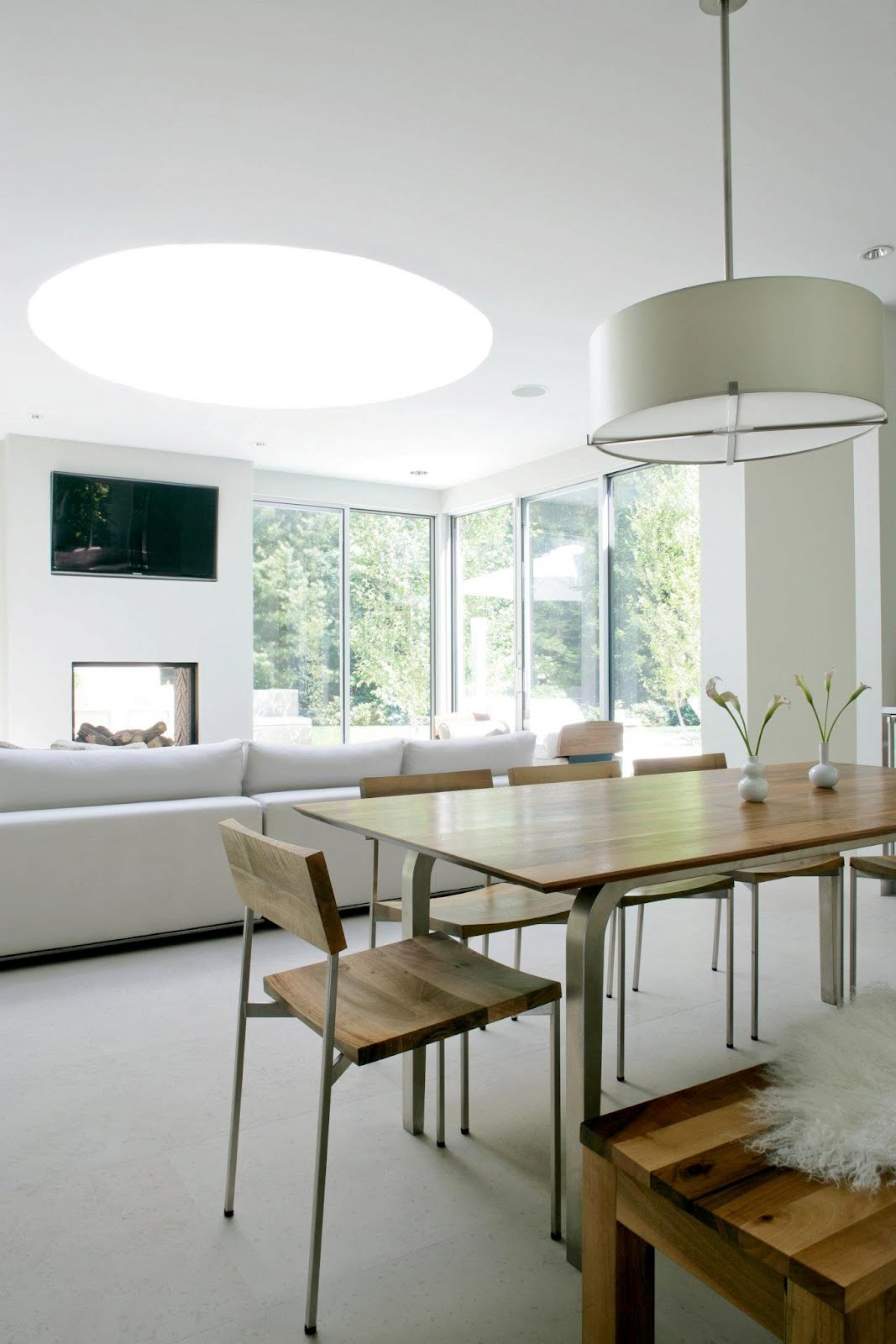 Modern Farmhouse Dining Room: SEE THIS HOUSE: WHITE ON WHITE IN A MODERN HAMPTONS
