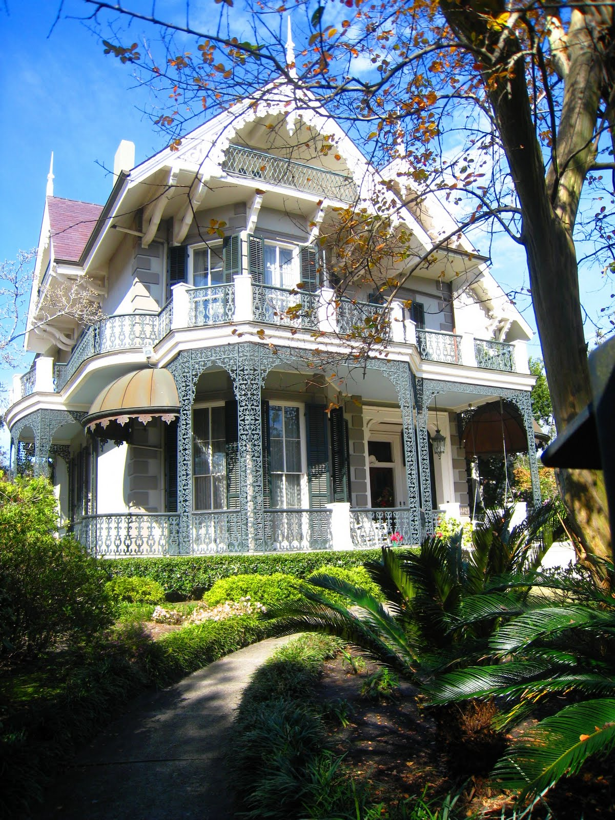 See this house sandra bullock 39 s new orleans home why it for New victorian homes