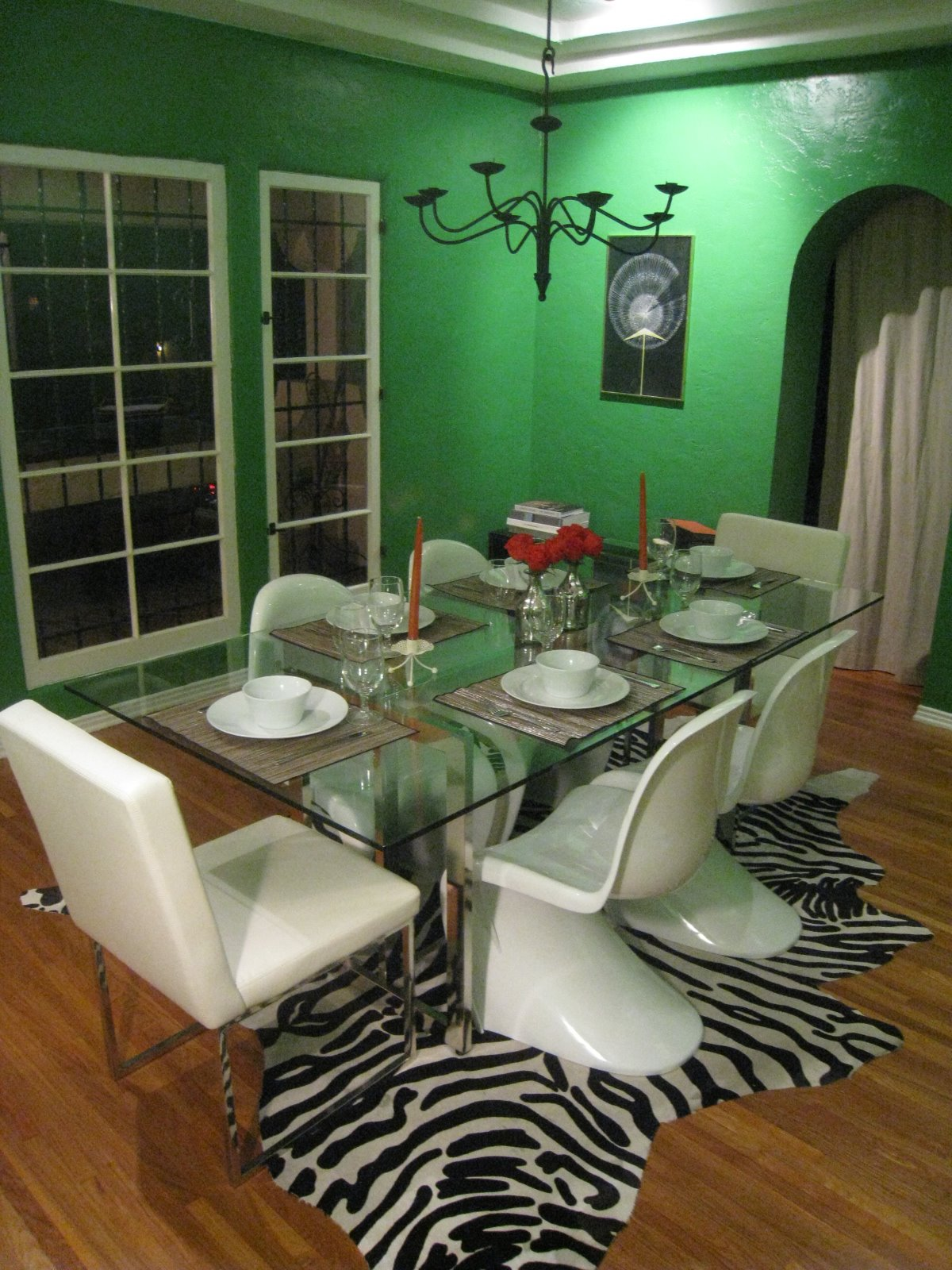 Color Watch Kelly Green With Envy Over A Brilliant Green Dining Room Cococozy