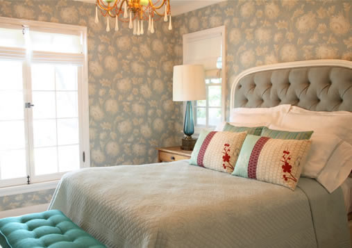 See this house a beach bungalow with a modern vintage for Light blue wallpaper bedroom