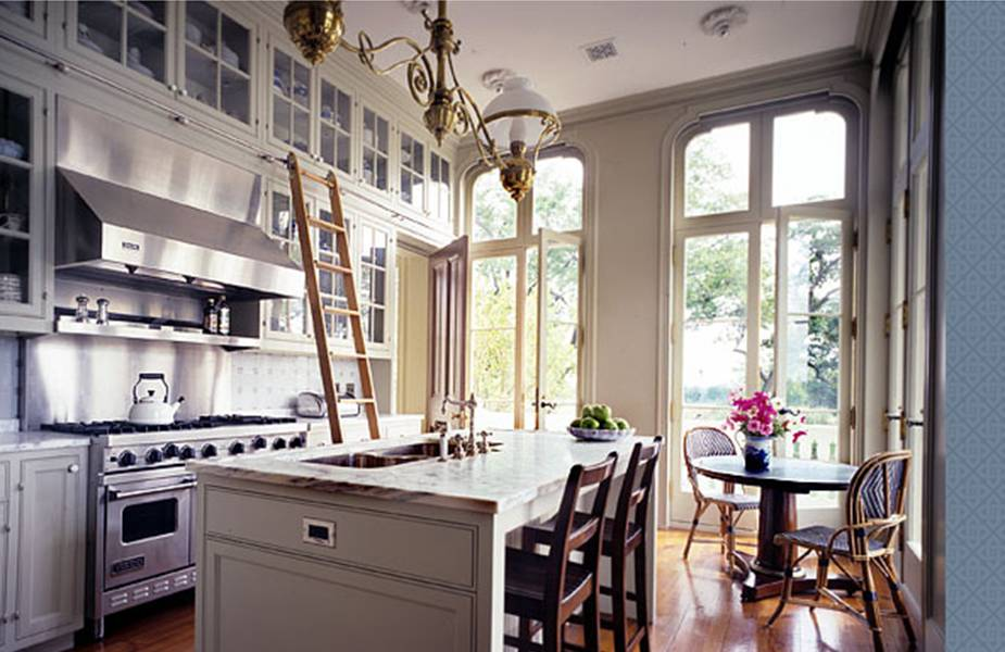 AN ELEGANT FARM KITCHEN AND HOUSE ARE A STEP ABOVE THE REST!   COCOCOZY