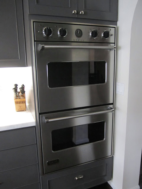 Kitchen with a set of stainless double ovens