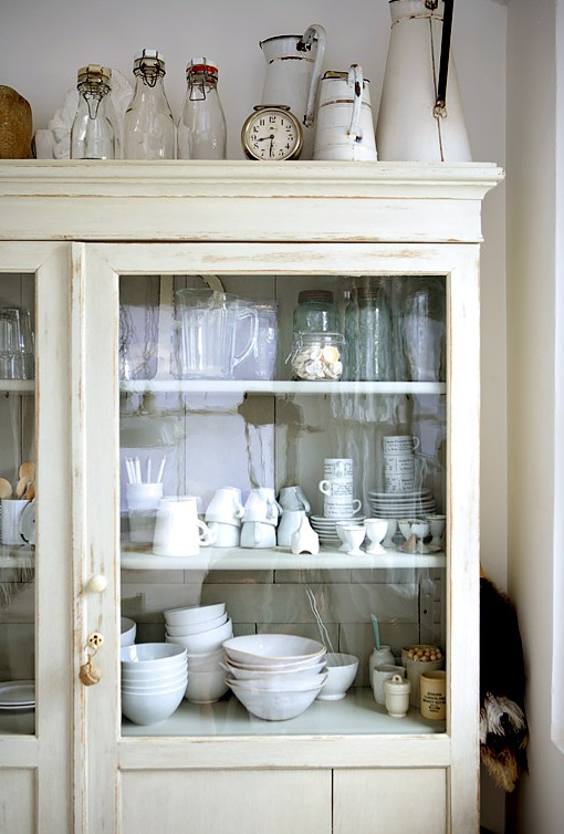 SHABBY MEETS CHIC IN A WHITE RUSTIC
