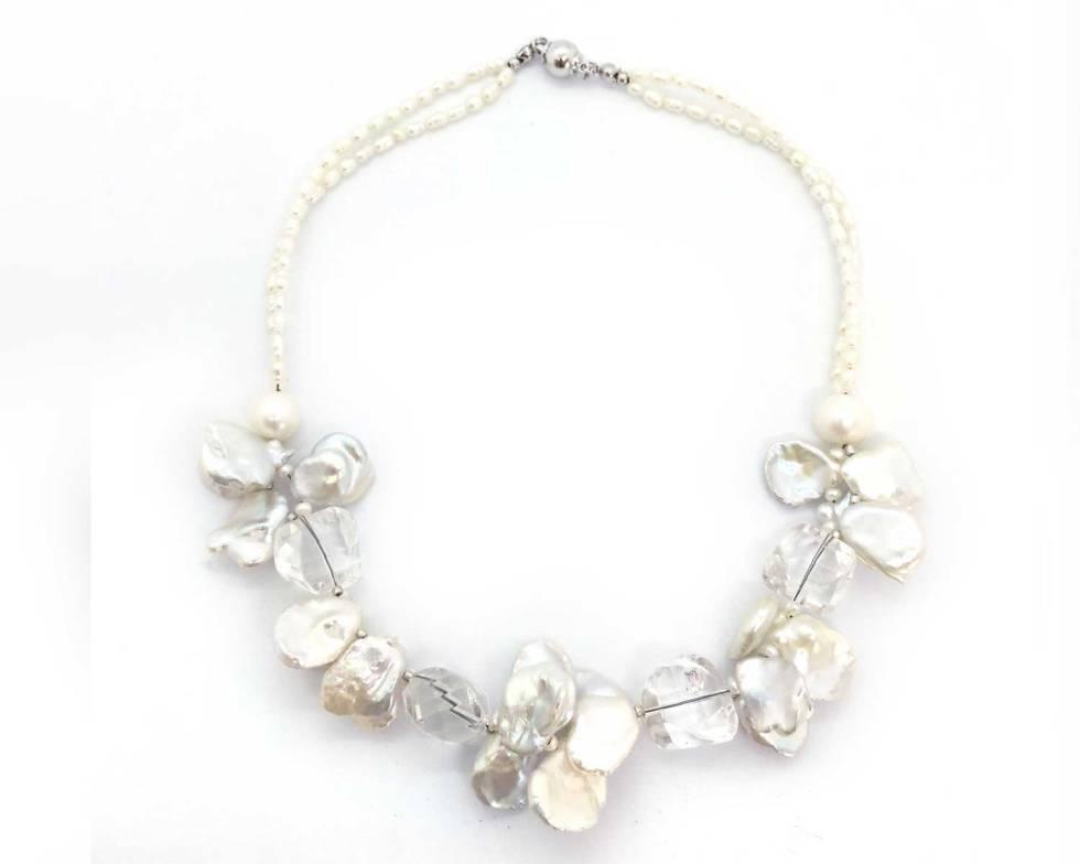 パールと水晶の純白ネックレス