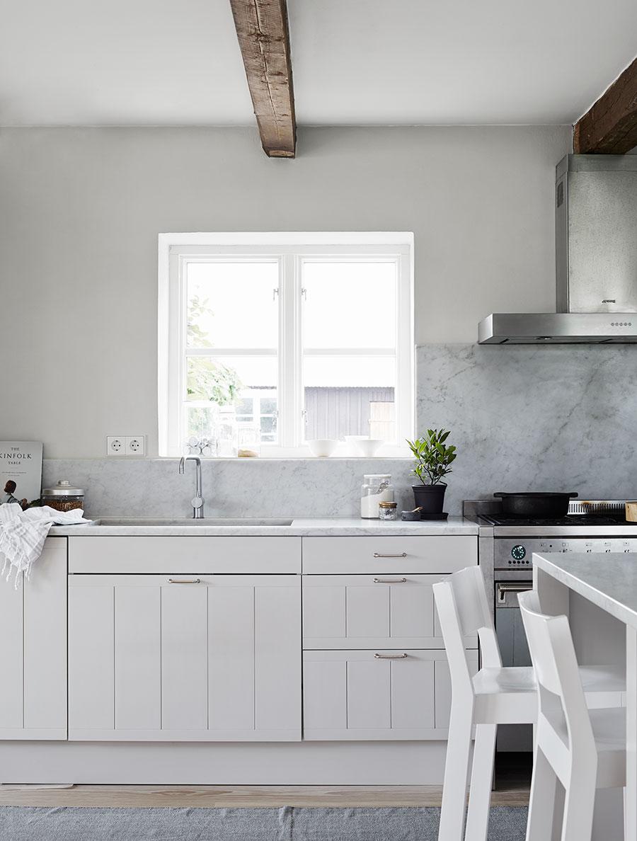 Modern Swedish farmhouse - via cocolapinedesign.com