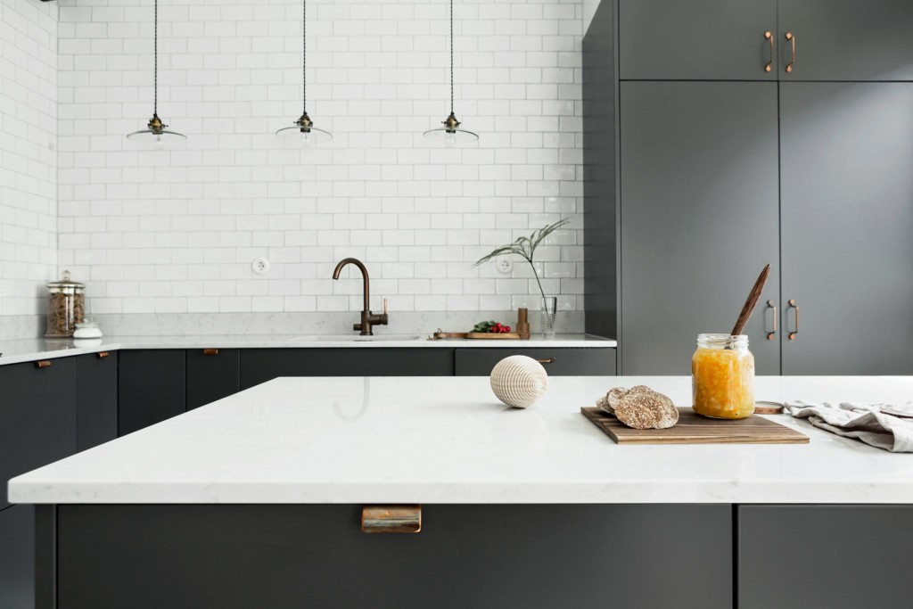 Grey Kitchen With Copper Handles COCO LAPINE DESIGNCOCO