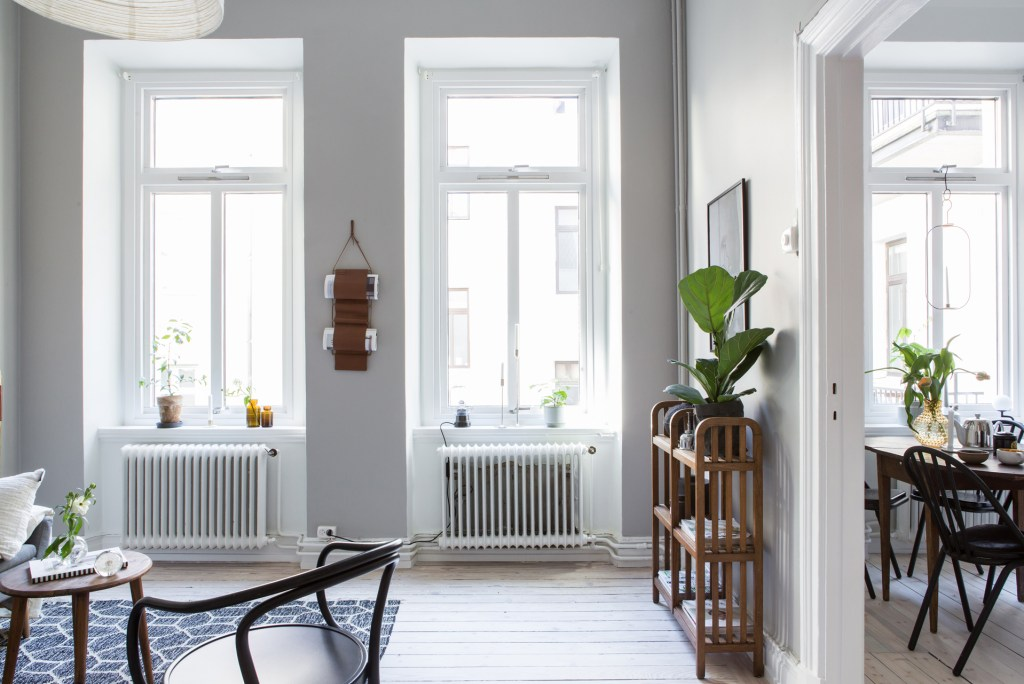 Cozy living space in grey - via Coco Lapine Design