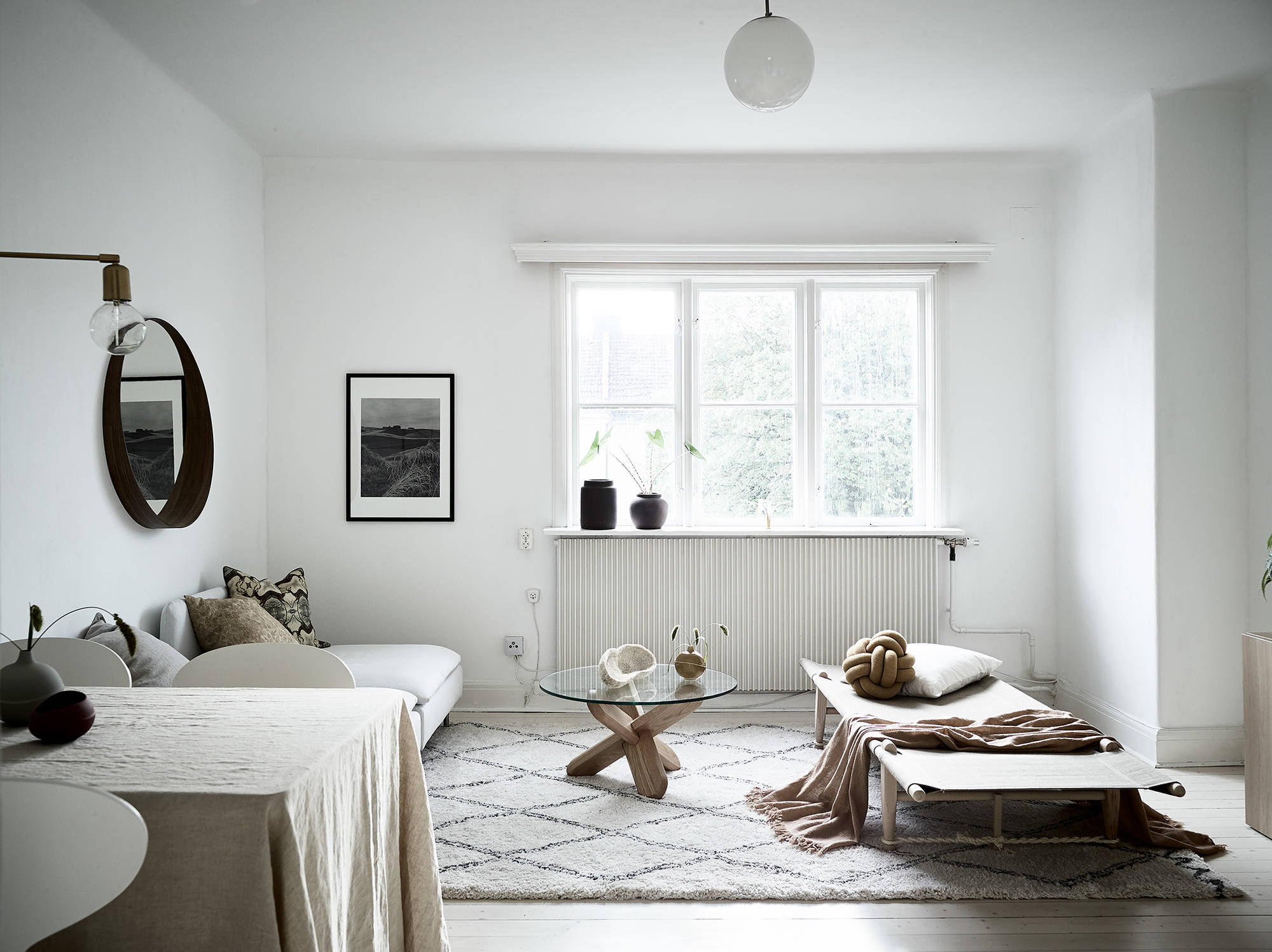 9 Minimalist Living Room Decoration Tips: Minimal Living Room In Natural Colors