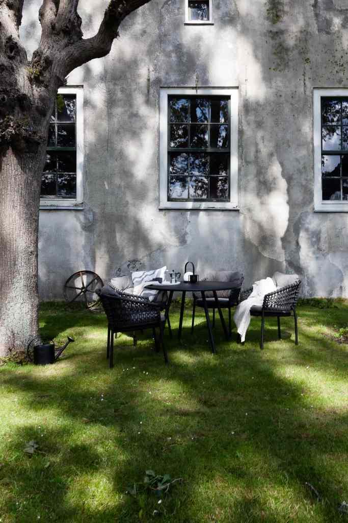 Cane-line garden dining area in Belgium