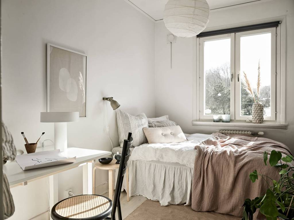 Small guest bedroom and office