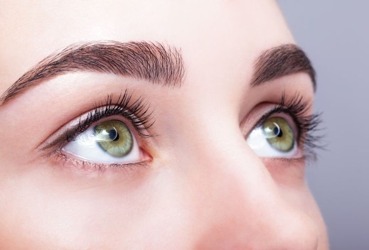 Coconut Oil for Eyelashes and Eyebrows: Why and How to Use It