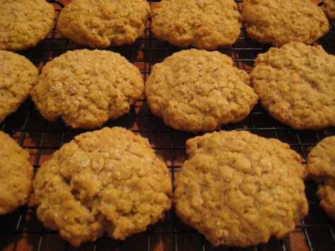 19. Oatmeal Cookies: bananas + oats. Mush two old bananas and mix in the oats, then bake in a 350 degree oven for 15 minutes.