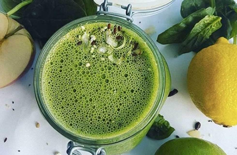 Coconut Water Green Juice – Easy Blender Recipe
