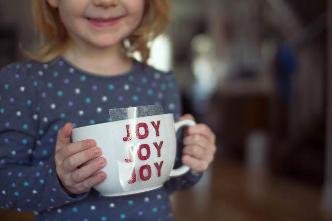DIY Glitter Holiday Mugs 2