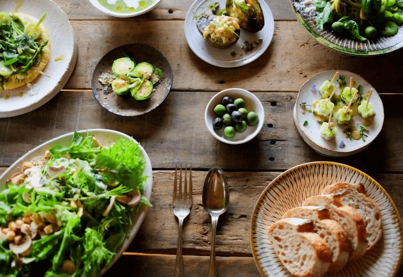 緑色のパーティー料理